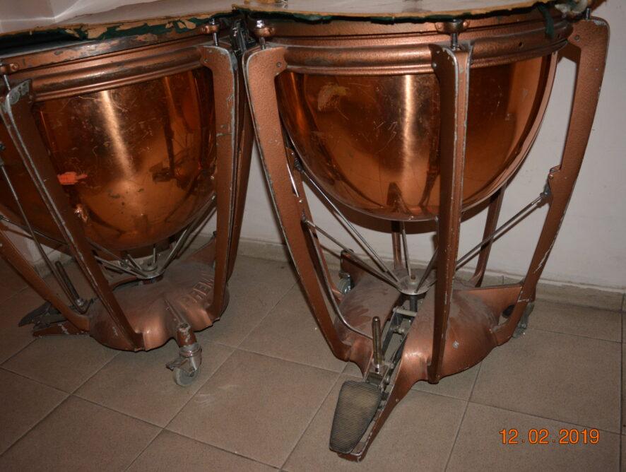 медные барабаны в оперном театре
