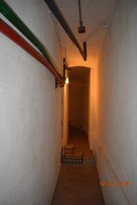 узкий проход в подвале оперного театра